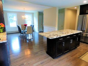 Open concept kitchen & dinning room